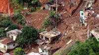banjir dan tanah longsor melanda wilayah nganjuk puluhan warga hilang dan rumah tertimbun tanah