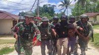 Tiga Terduga Pelaku Penyerangan Pos Koramil Kisor Diringkus
