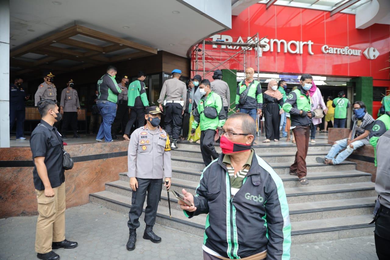 Kerumunan Massal di Gerai Cepat Saji Kediri Mall, Terciduk