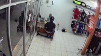 Menipu Penjaga Toko dengan Modus Pemasangan Kamera CCTV, Terekam CCTV