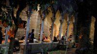 Ummat Muslim Buka Puasa dan Sholat Taraweh di Gereja