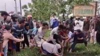 Gempar, Emak emak Tangkap Ular Piton di Sungai, Videonya Viral di IG
