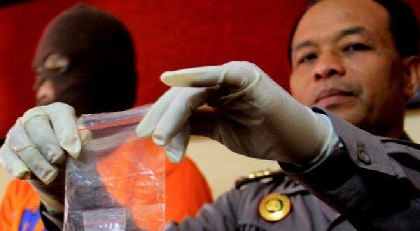 LIma oknum anggota Polrestabes Surabaya memalukian institusi Polri. Kelimanya layak dipecat dengan tidak hormat dan dimiskinkan serta ditempatkan direhabilitas.
