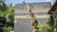 Bangunan Kakbah ada di Indonesia, Dibuat dari Batu Gunung Merapi