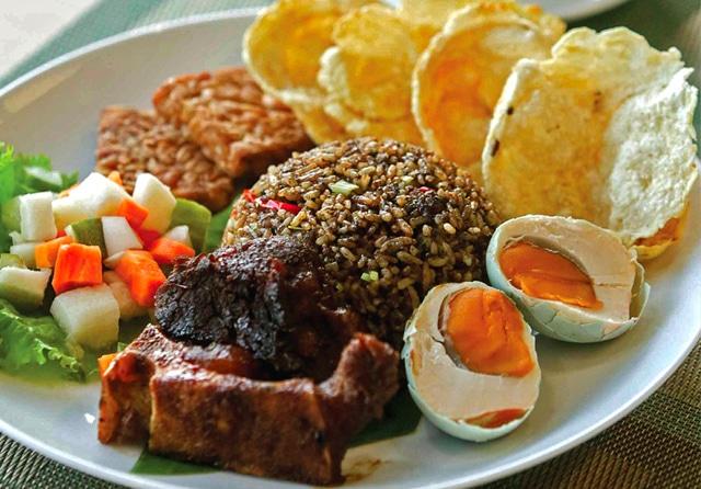 Resep Nasi Goreng Rawon Khas Jawa Timur yang Kuat dan Pekat