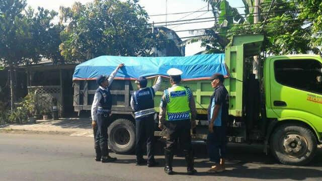 truk operasi